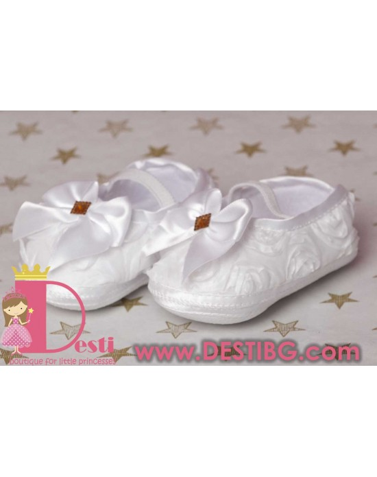 Меки бели обувки с панделка